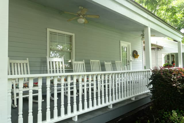 Texas Cottage-FrontPorch #6
