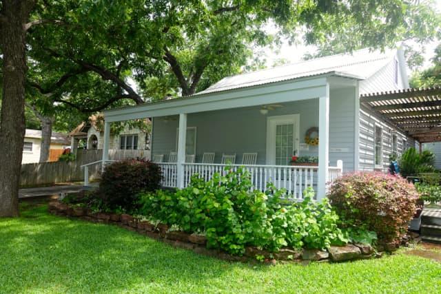 Texas Cottage-FrontPorch#3