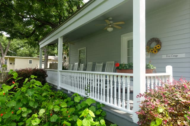 Texas Cottage-FrontPorch#4