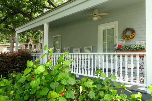 Texas Cottage-FrontPorch#5